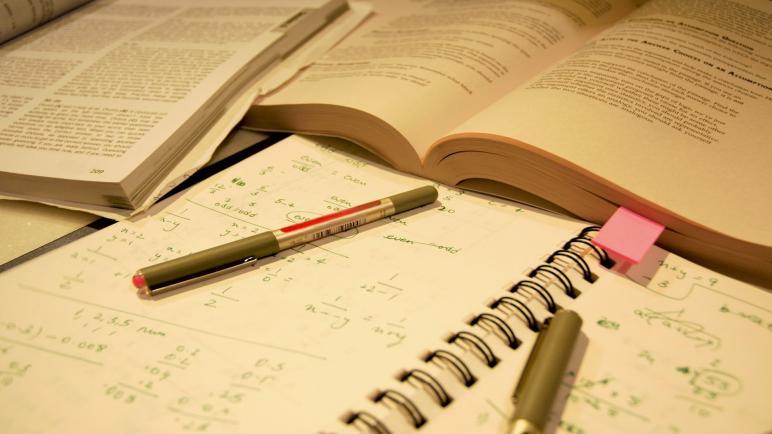 مجلس النواب يبحث مع وزير التعليم تأجيل امتحانات الثانوية العامة